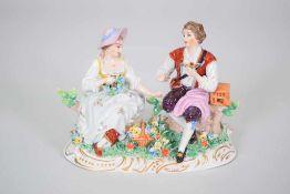 """Sitzendorf Porzellan Gruppe """"Vogelfänger mit Dame""""Vogelfänger mit einer Dame mit Blumenkranz,"""
