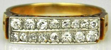 DIAMANTRING besetzt mit 16 Altschliff-Diamanten in 2 Reihen, gesamt um 0,25ct, handgearbeitete