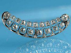 Brosche mit Altschliff-Diamanten, zusammen ca. 1,9 ct, Juweliersarbeit aus dem Jugendstil, um 1900