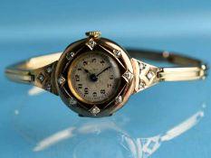 Damenarmbanduhr mit 14 kleinen Altschliff-Diamanten, zusammen ca. 0,2 ct, um 1900 585/- Gelbgold.