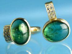 Ring und Anhänger mit grünem Turmalin-Cabochons und kleinen Diamanten, Goldschmiedewerkstatt H.C.