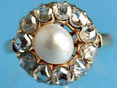 Antiker Ring mit Orientperle und 11 Diamantrosen, zusammen ca. 1 ct, um 1860 585/- Gelbgold.