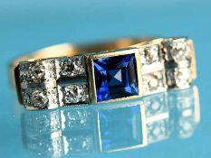 Ring mit blauem Farbstein und 8 Altschliff-Diamanten, zusammen ca. 0,2 ct, Art Deco 585/- Gelb-