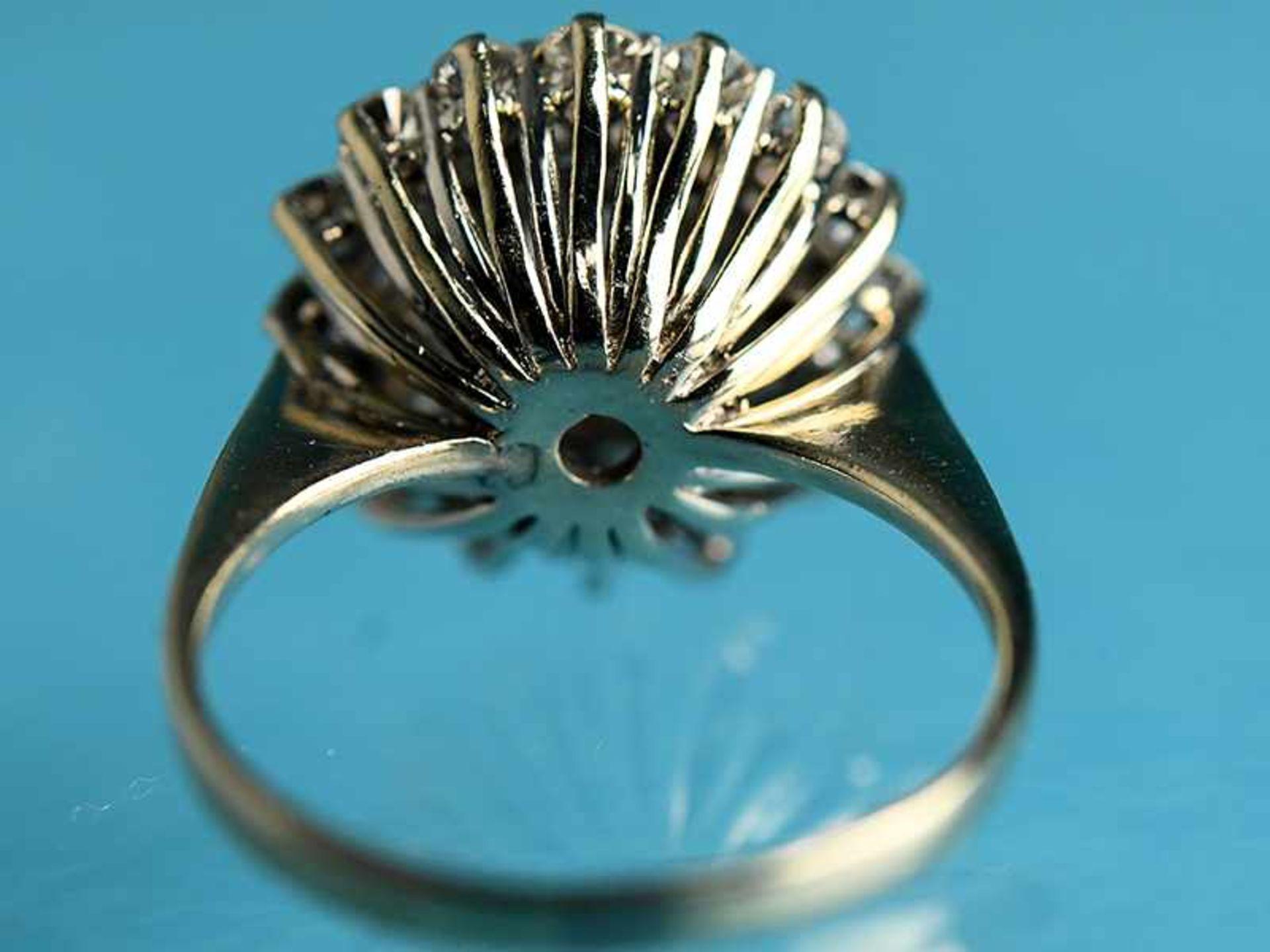 Ring mit Brillanten, zusammen ca. 1,3 ct, 80- er Jahre 585/- Weißgold. Gesamtgewicht ca. 4,7 g. - Bild 4 aus 4