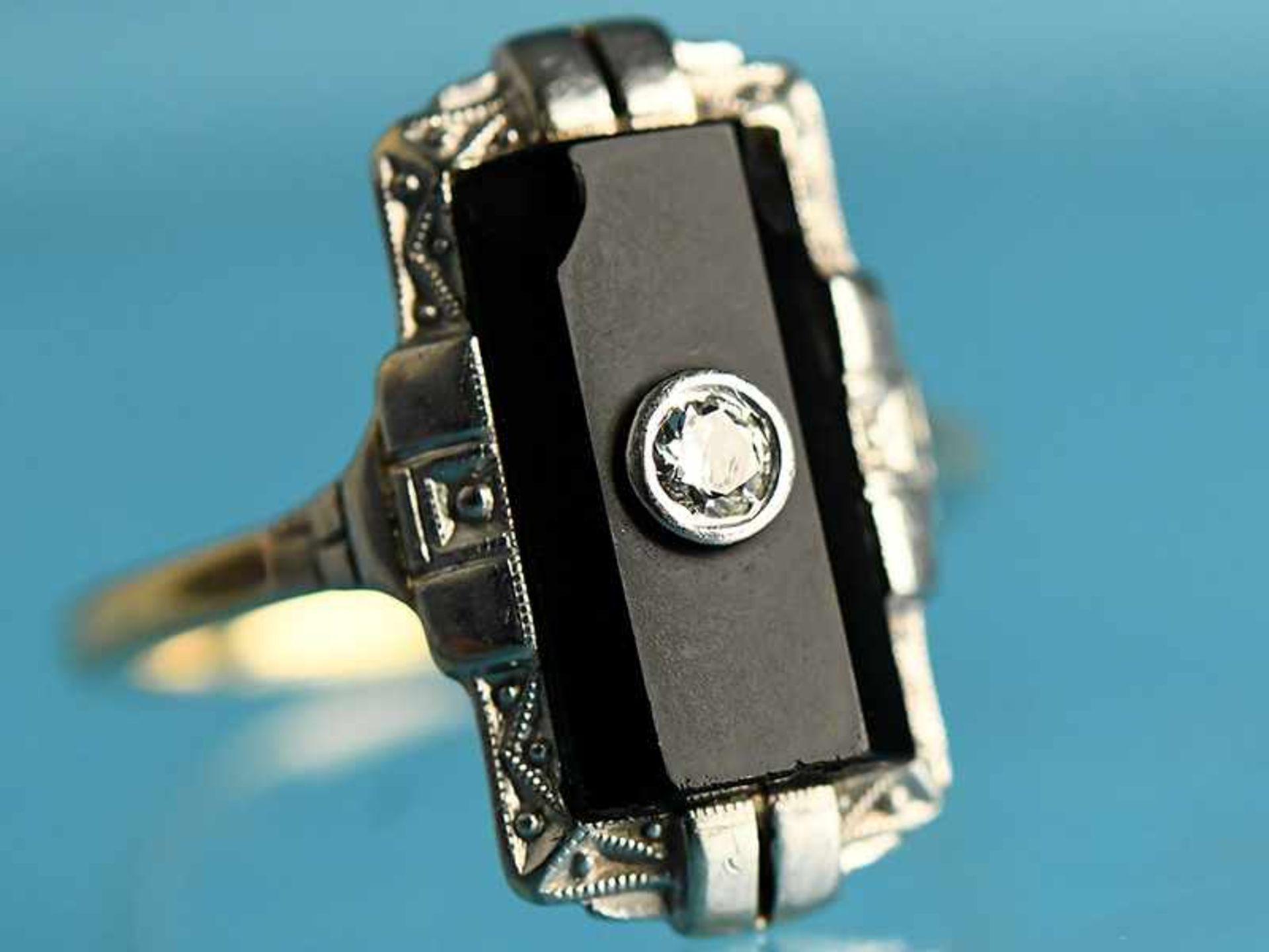 Ring mit Onyx und Altschliff-Diamant ca. 0,05 ct, Art Deco 585/- Gelb- und Weißgold. Gesamtgewicht