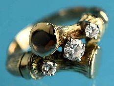 Ring mit 3 Altschliff-Diamanten, zusammen ca. 0,3 ct, Goldschmiedearbeit, 20. Jh. 585/- Gelbgold.