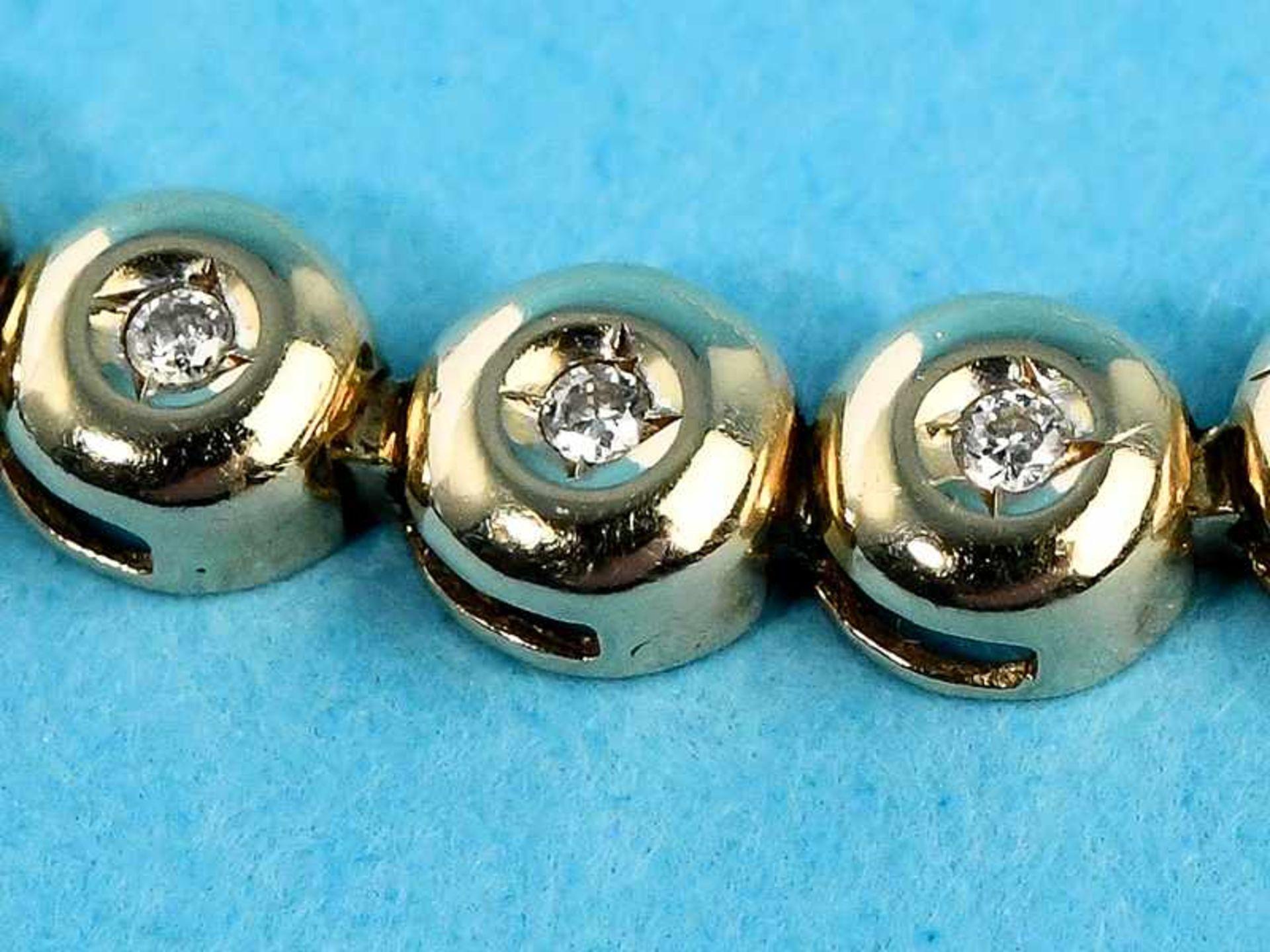 Tennisarmband mit 39 kleinen Diamanten, zusammen ca. 0,3 ct, 20. Jh. 585/- Gelbgold. Gesamtgewicht - Bild 2 aus 2