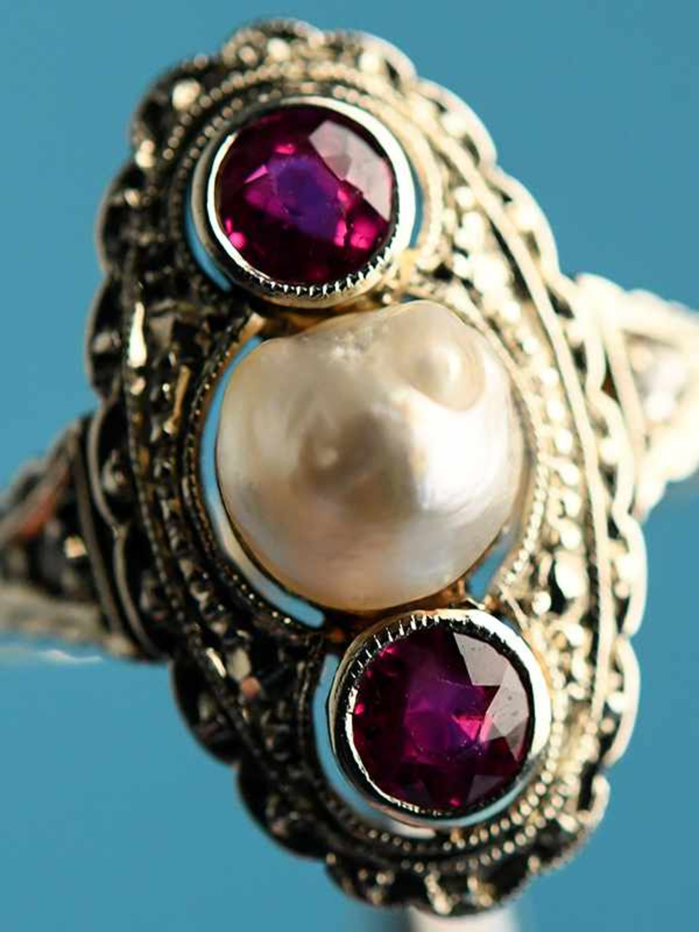Ring mit Orientperle und zwei Rubinen, Art Deco 585/- Gelbgold und Silber parkettiert. Ovale - Bild 3 aus 6