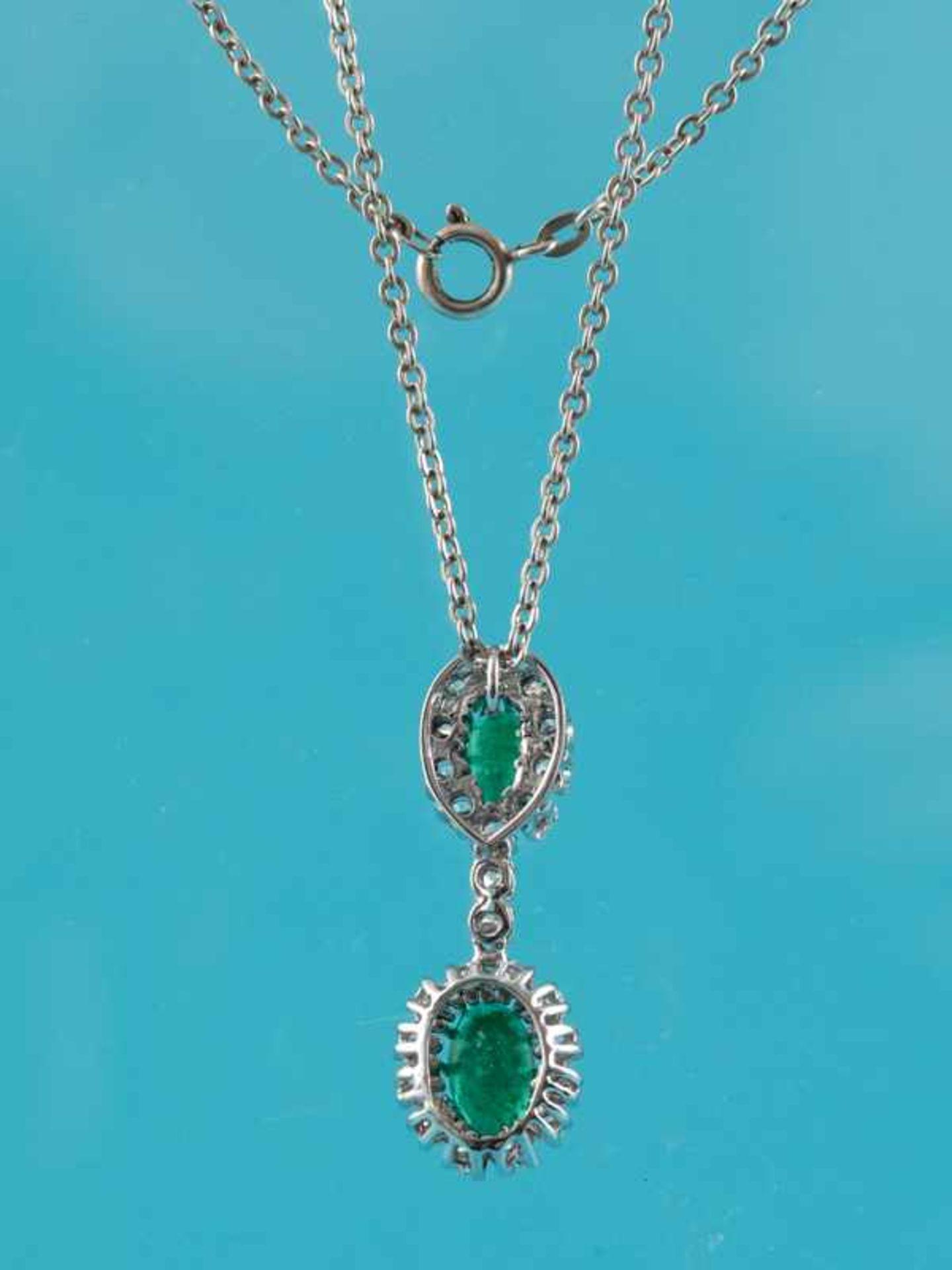 Anhänger mit Smaragd, zusammen ca. 3 ct und 24 Brillanten, zusammen ca. 1,6 ct, 70- er Jahre 750/- - Bild 2 aus 3