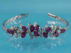Armband mit 11 Rubinen und 26 Brillanten/ Diamanten, zusammen ca. 2 ct, Juweliersarbeit, 80- Jahre