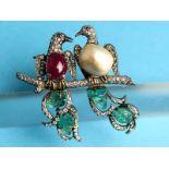 Große Vogel-Brosche mit Rubin, Smaragd, Orientperle und Diamanten, zusammen ca. 2,5 ct,