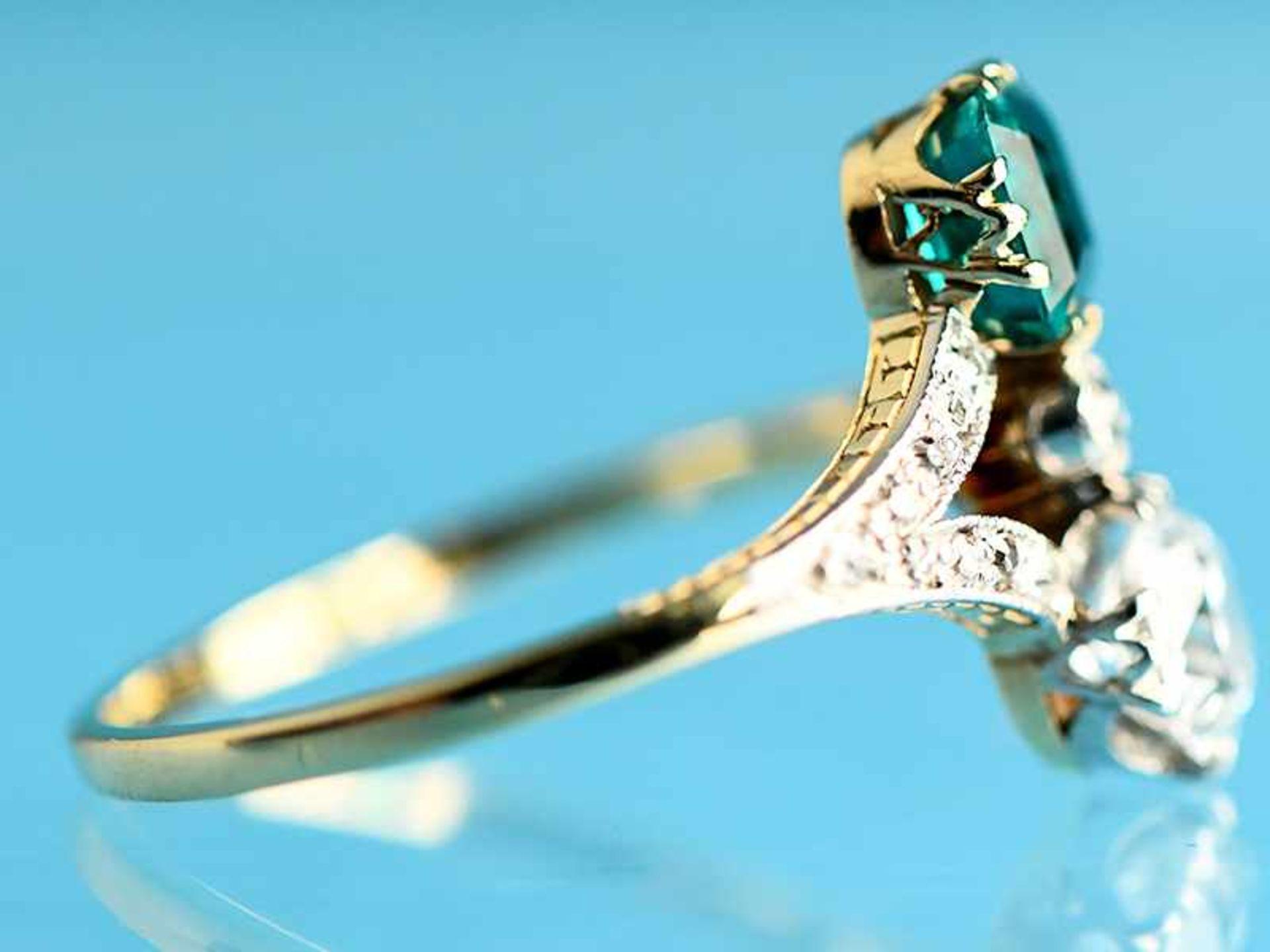 Hochwertiger Art Deco Ring mit Smaragd ca. 0,6 ct, Altschliff-Diamant ca. 0,65 ct und 19 kleinen - Bild 4 aus 9