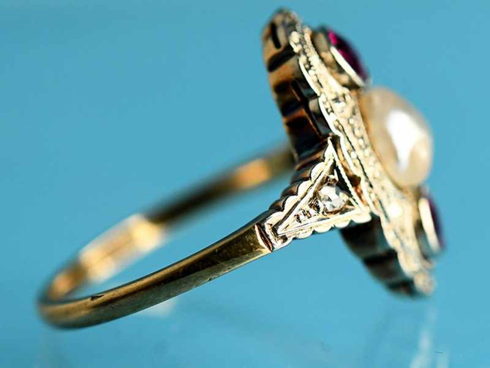 Ring mit Orientperle und zwei Rubinen, Art Deco 585/- Gelbgold und Silber parkettiert. Ovale - Bild 5 aus 6