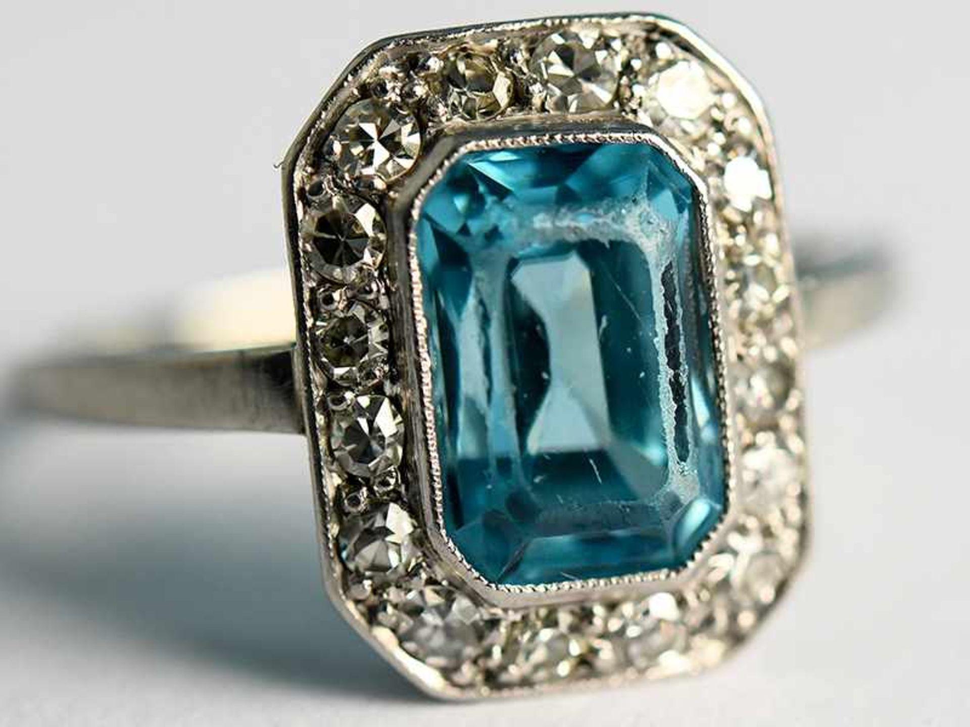 Ring mit Topas und Altschliff-Diamanten, zusammen ca. 0,25 ct, Art Deco 585/- Weißgold.