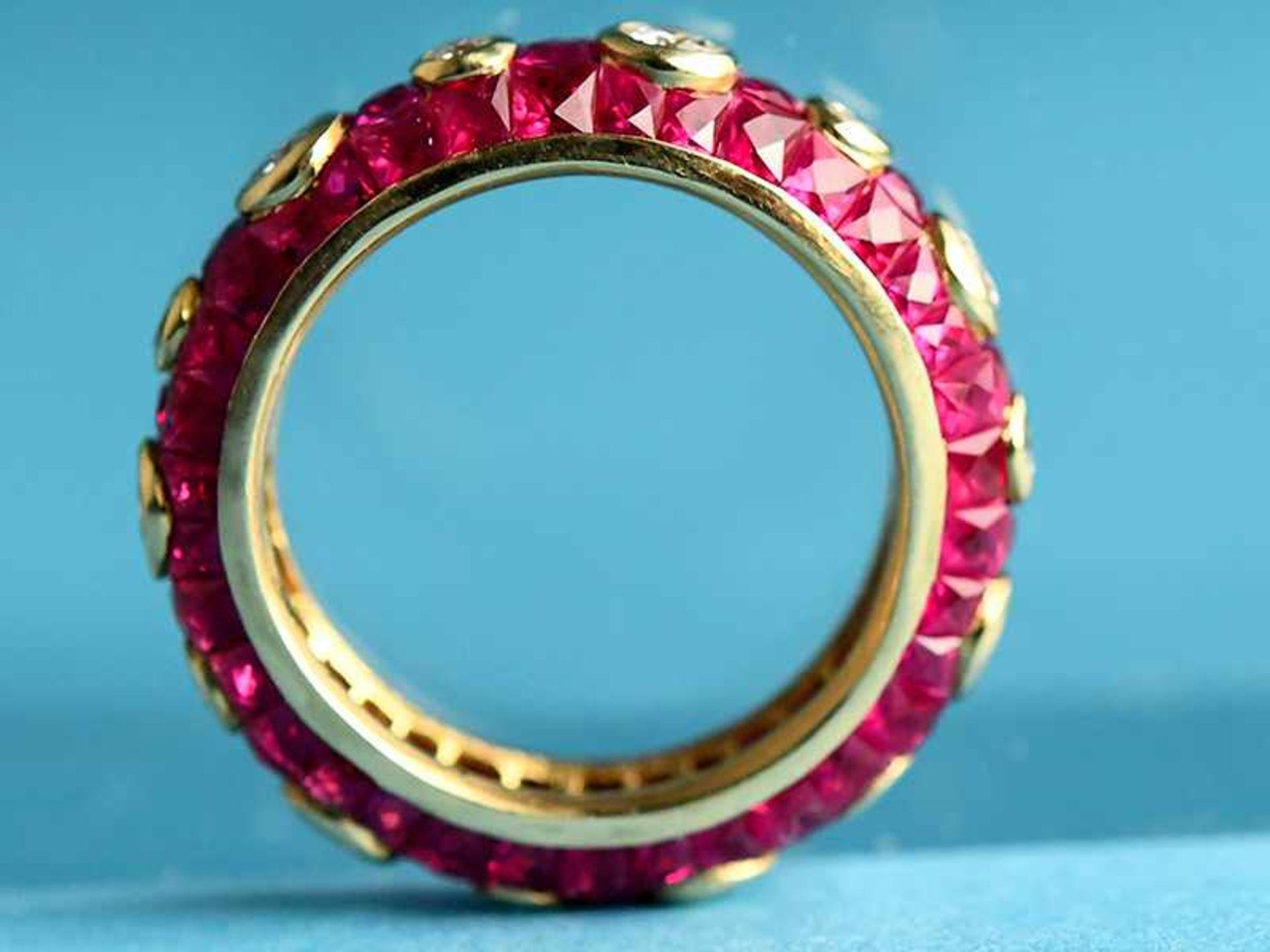 """Ring mit Rubinen, zusammen ca. 3,5 ct und 14 Brillanten, zusammen ca. 1,1 ct, Juweliersarbeit """" - Bild 2 aus 4"""