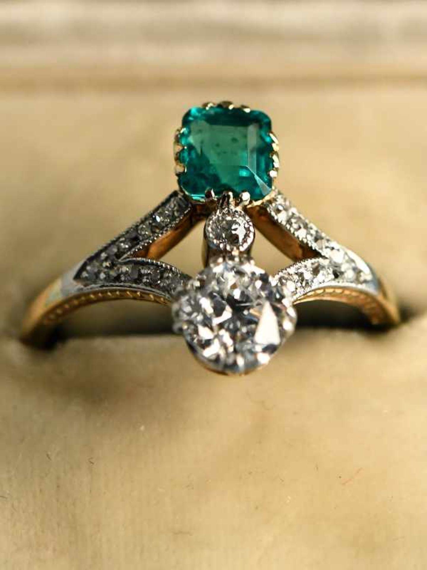 Hochwertiger Art Deco Ring mit Smaragd ca. 0,6 ct, Altschliff-Diamant ca. 0,65 ct und 19 kleinen - Bild 2 aus 9