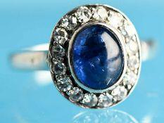 Ring mit Saphir-Cabochon und farblosen Farbsteinen, Goldschmiedearbeit, um 1900 Silber.