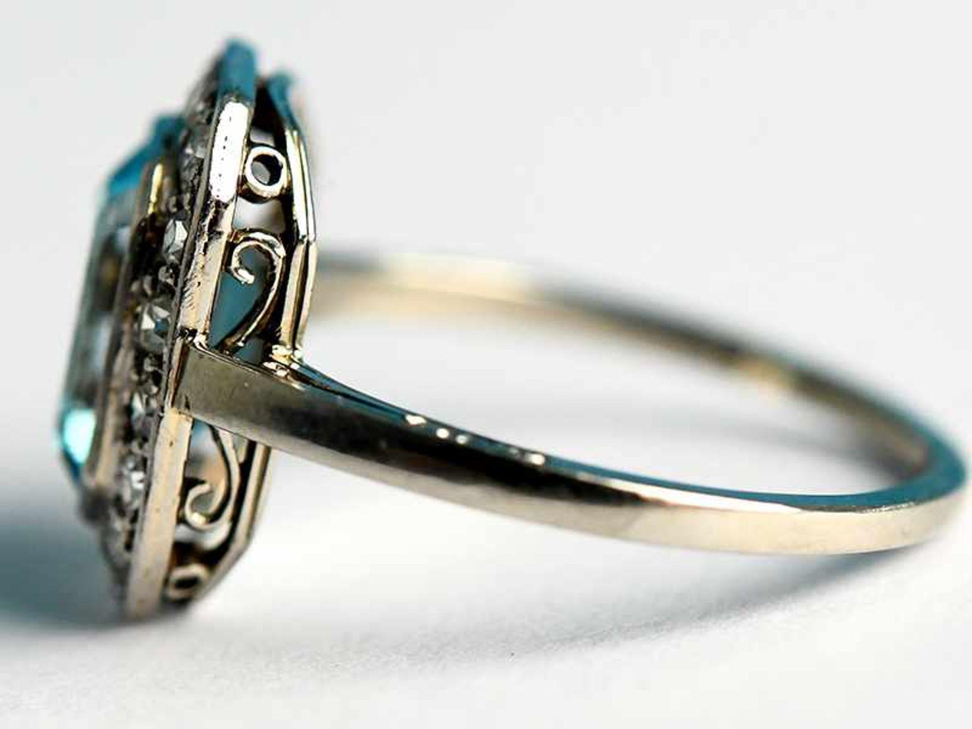 Ring mit Topas und Altschliff-Diamanten, zusammen ca. 0,25 ct, Art Deco 585/- Weißgold. - Bild 2 aus 3