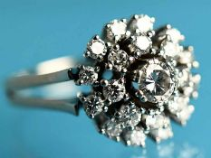 Ring mit Brillanten, ca. 1,1 ct, 20. Jh. 585/-Weißgold, Gesamtgewicht ca. 6,6 g. 21 Brillanten,