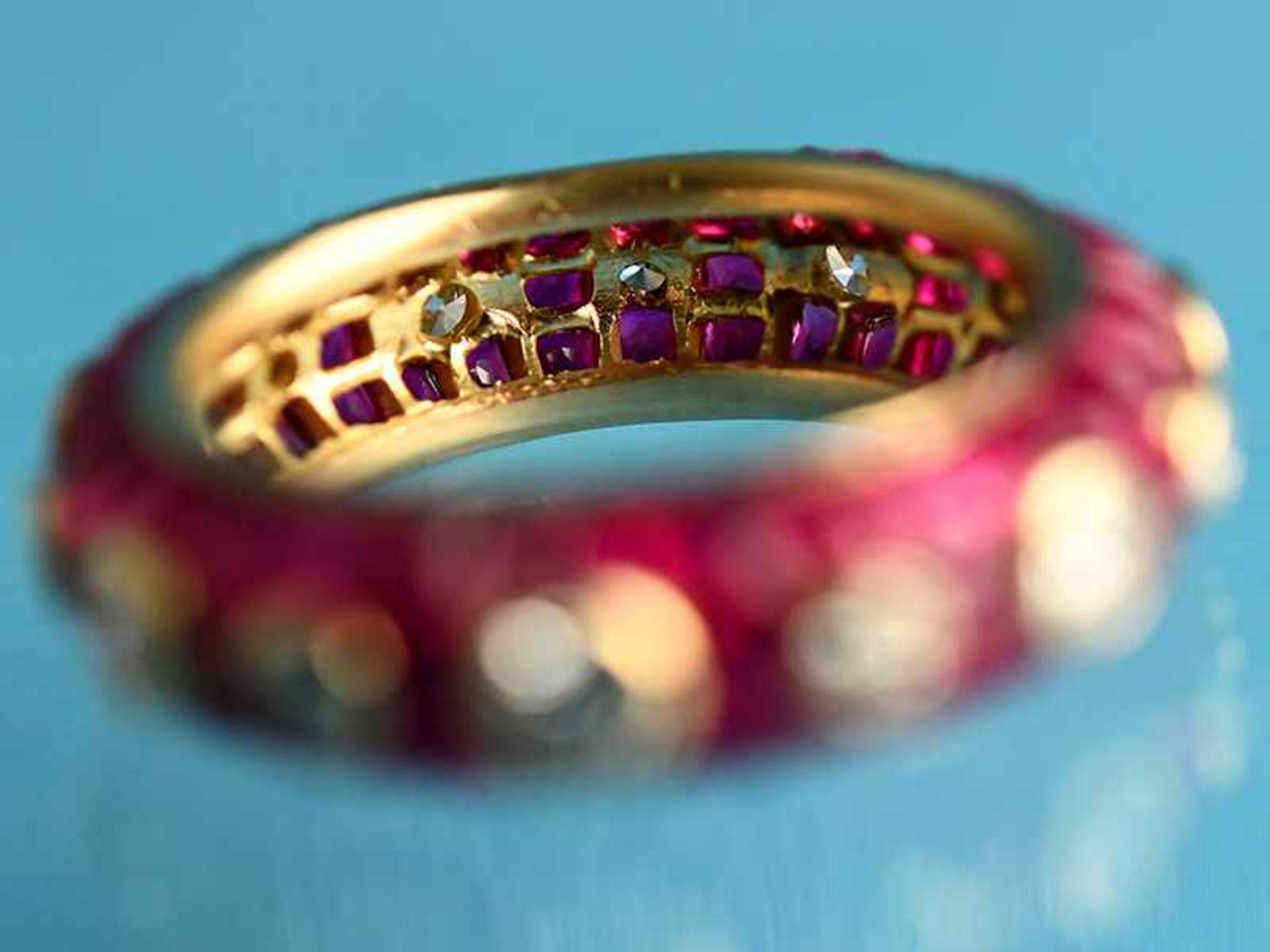 """Ring mit Rubinen, zusammen ca. 3,5 ct und 14 Brillanten, zusammen ca. 1,1 ct, Juweliersarbeit """" - Bild 3 aus 4"""
