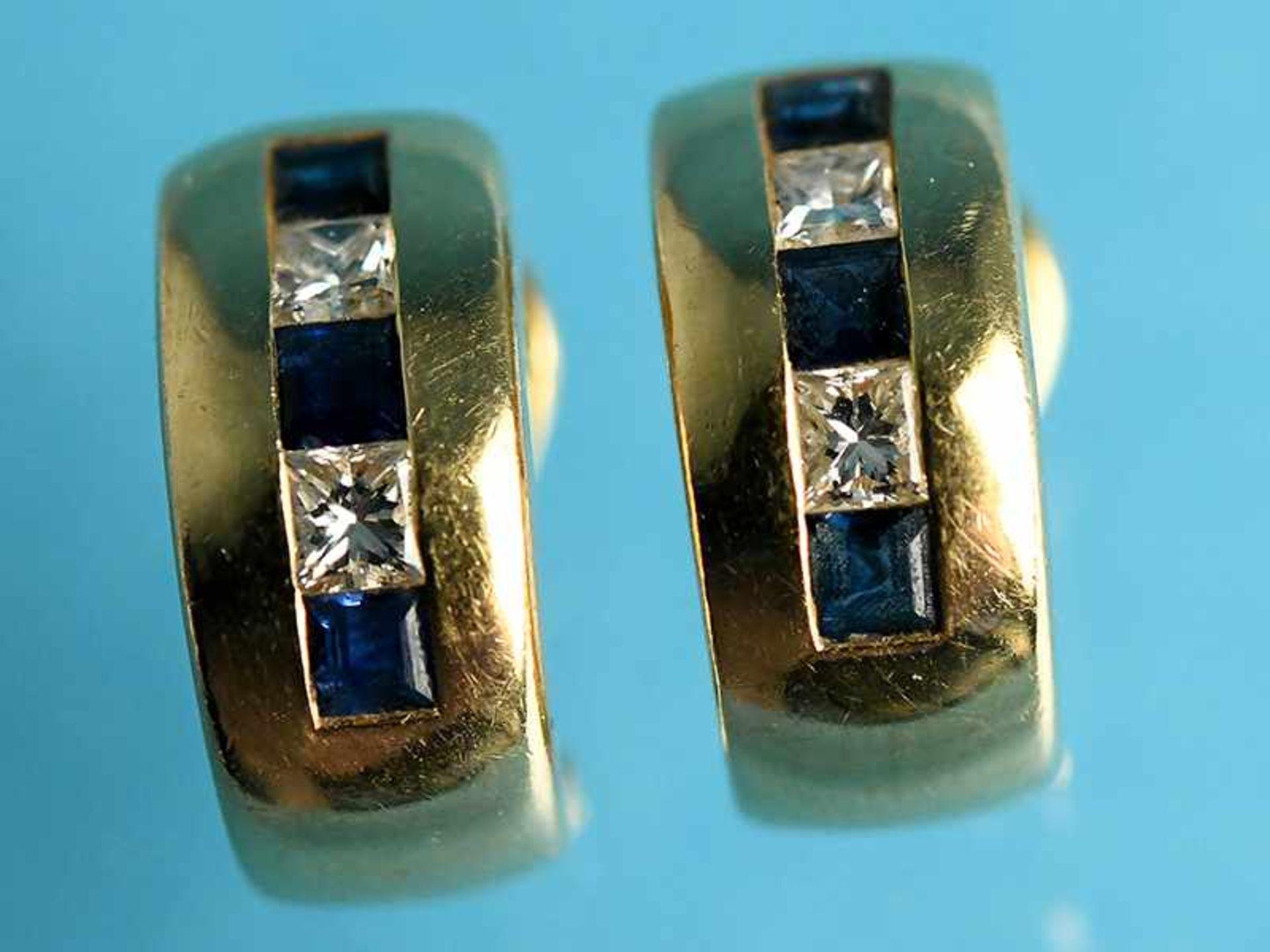Paar Ohrclips mit jeweils 3 Saphir- und 2 Diamant-Carres, zusammen ca. 0,2 ct Goldschmiedearbeit, - Bild 2 aus 2