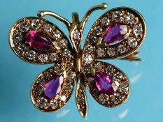 Kleine Schmetterlingsbrosche mit Rubinen und Brillanten, zusammen ca. 0,6 ct, 20. Jh. 585/-