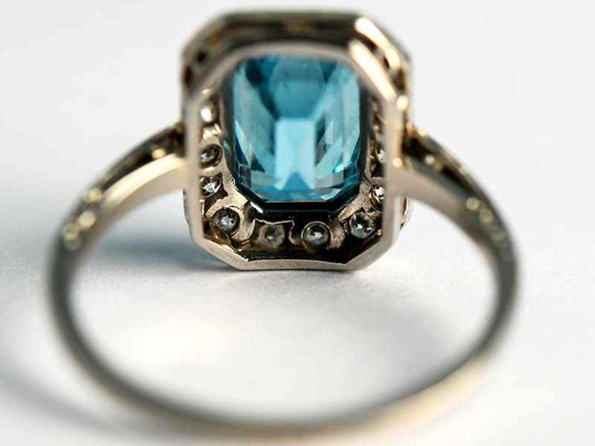 Ring mit Topas und Altschliff-Diamanten, zusammen ca. 0,25 ct, Art Deco 585/- Weißgold. - Bild 3 aus 3