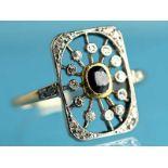 Ring mit Saphir und kleinen Diamantrosen, Art Deco 585/- Gelbgold und Silber parkettiert.