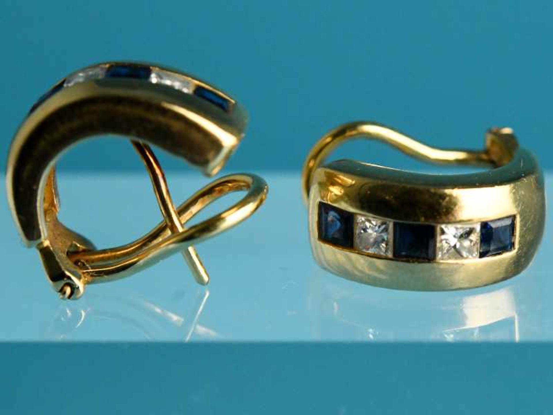 Paar Ohrclips mit jeweils 3 Saphir- und 2 Diamant-Carres, zusammen ca. 0,2 ct Goldschmiedearbeit,