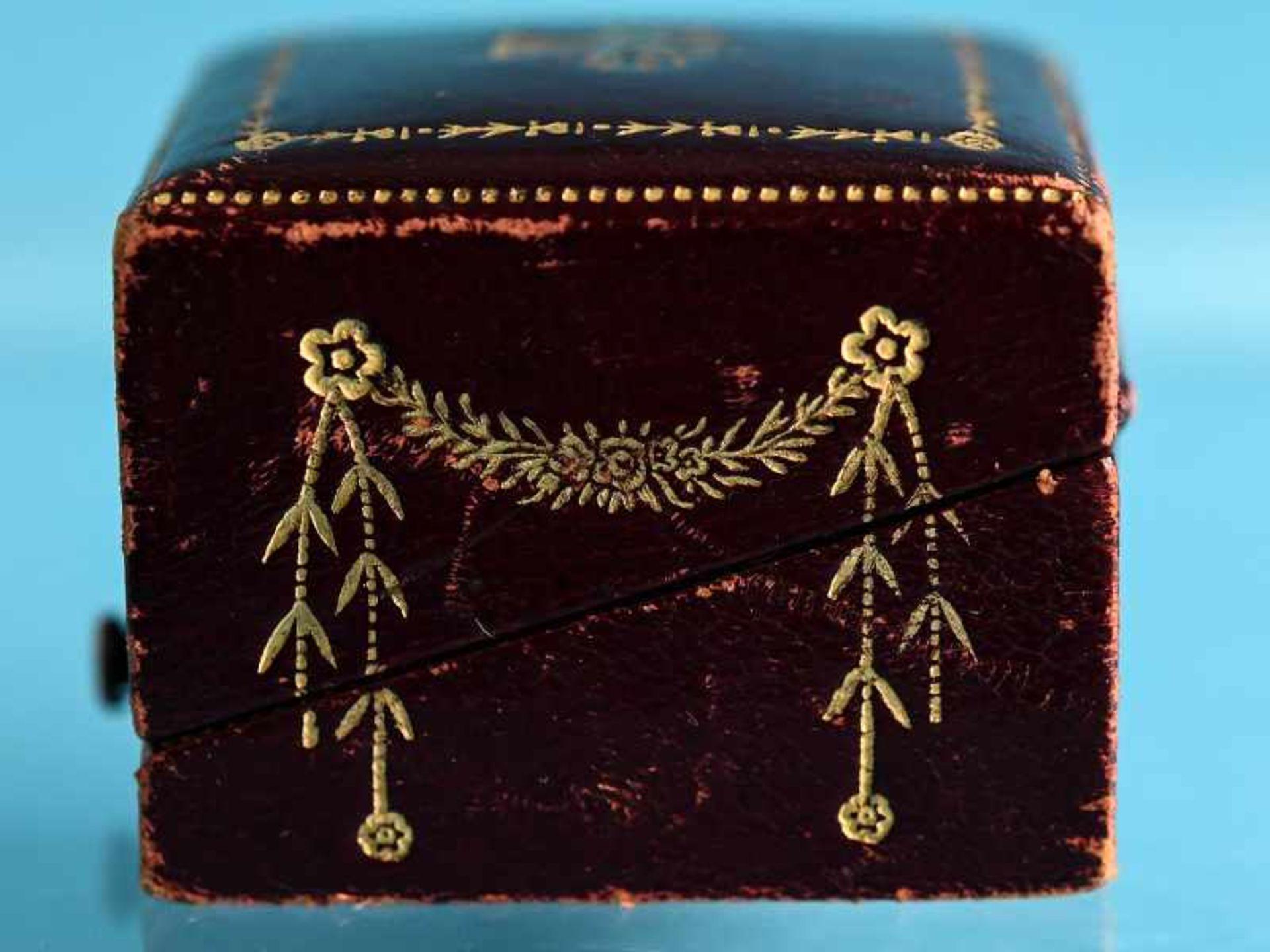 Hochwertiger Art Deco Ring mit Smaragd ca. 0,6 ct, Altschliff-Diamant ca. 0,65 ct und 19 kleinen - Bild 8 aus 9