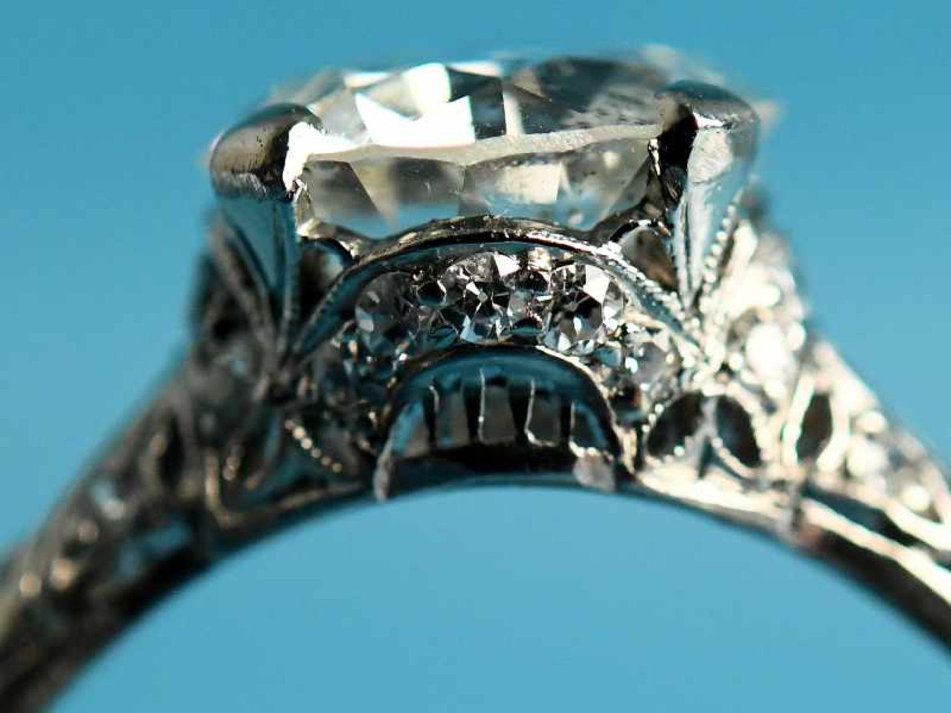 Solitärring mit Altschliff-Diamant ca. 2,53 ct, Art Deco Platin. Gesamtgewicht ca. 4,6 g. Leicht - Bild 2 aus 3