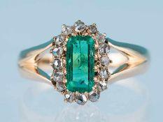Antiker Ring mit sehr feinem Smaragd, ca. 0,7 ct und 16 Diamantrosen, zusammen ca. 0,14 ct, aus