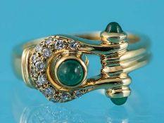 Ring mit 3 kleinen Smaragd-Cabochons und 15 Brillanten, zusammen ca. 0,15 ct, Victor Meyer,