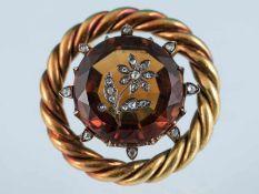 Brosche mit Goldtopas und kleinen Diamantrosen, um 1900 585/- Gelbgold. Gesamtgewicht ca. 11,7 g.