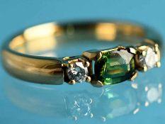 Ring mit Turmalin und 2 Brillanten, zusammen ca. 0,16 ct, Goldschmiedearbeit, 21. Jh. 750/-