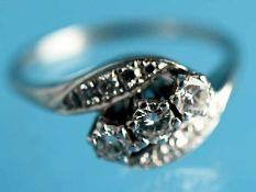 Ring mit 12 Brillanten, zusammen ca. 0,6 ct, 70-er Jahre. 585/- Weißgold. Gesamtgewicht ca. 4,8 g.