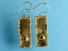 Paar Ohrgehänge mit Turmalin, Goldschmiedearbeit, 21. Jh. 750/- Gelbgold. Gesamtgewicht ca. 9,1 g.