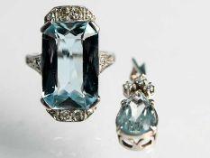 Ring und Anhänger mit Aquamarin und kleinen Diamanten, 20. Jh. 1.) Ring im Art Déco: 585/- Weißgold.