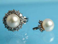 Ring und Anhänger mit Akoja-Perlen und Brillanten, zusammen ca. 1,1 ct, 70-er Jahre. 1.) Ring: 585/-