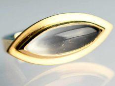 Moderner Ring mit Mondstein-Cabochon, Goldschmiedearbeit, 21. Jh. 585/- Gelbgold. Gesamtgewicht