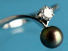 Ring mit Akojaperle und Brillanten ca. 0,15 ct, 70-er Jahre. 585/- Weißgold. Gesamtgewicht ca. 3,1
