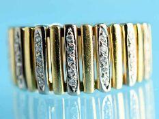 Ring mit 31 Diamanten, zusammen ca. 0,3 ct, 20. Jh. 585/- Gelb-und Weißgold. Gesamtgewicht ca. 8,7