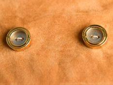 Paar Knopfverzierungen aus Gold, Juweliersarbeit, van der Bauwede, Genève, 20. Jh. 750/- Gelbgold.