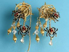 Paar Modeschmuck-Ohrclips von Lunch at The Ritz, USA, 20. Jh. Goldfarbenes Metall mit