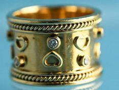 Breiter, massiver Bandring mit 8 Diamanten, zusammen ca. 0,24 ct, Goldschmiedearbeit, 20. Jh.