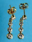 Paar Ohrstecker mit je 4 Brillanten, zus. ca. 0,4 ct, 20. Jh. 585/- Gelbgold. Gesamtgewicht ca. 1,