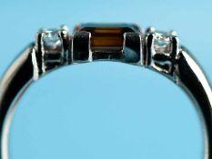 Ring mit Citrin und 2 Brillanten, zusammen ca. 0,14 ct, Goldschmiedearbeit, 21. Jh. 750/-