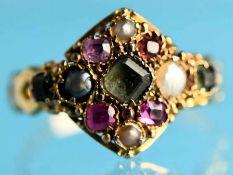 Ring mit roten/ grünen Granatsteinen und Perlen, England, um 1860. 18 ct Gelbgold. Gesamtgewicht ca.