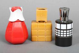 3 ¨Lampe Berger¨/Aromalampen Porzellan, mit diversen Formen und Dekoren (1x rot glasiert, 1x