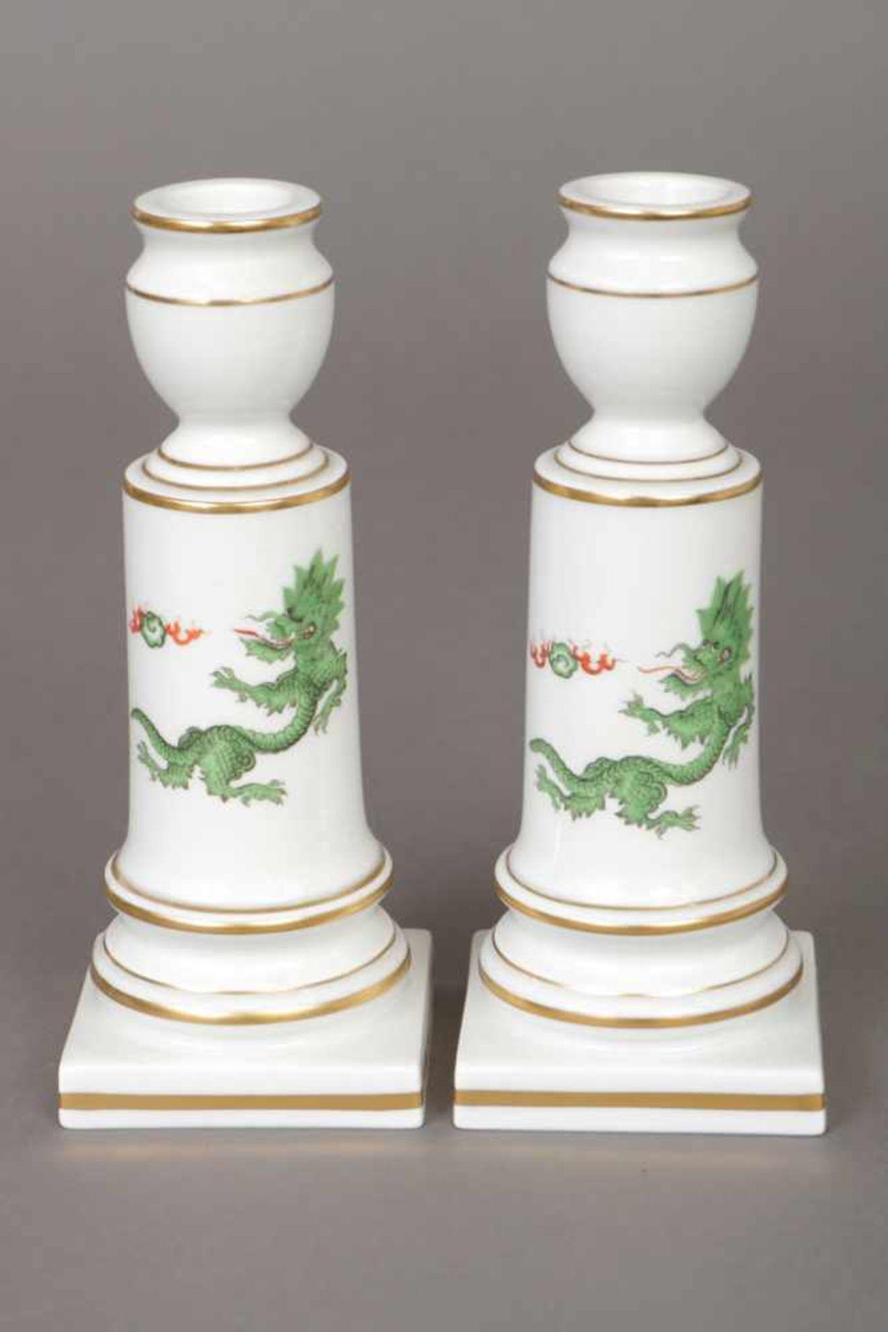 Los 64 - Paar MEISSEN Kerzenleuchter 2. Hälfte 20. Jhdt., mehrfach gegliederter Kerzenschaft auf eckigem